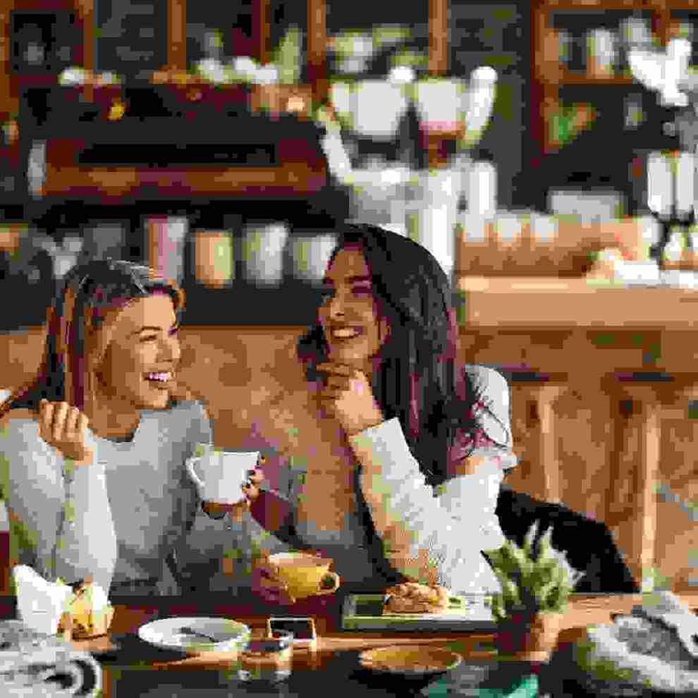 Όταν οι φίλοι απομακρύνονται: 5 τρόποι να αναθερμάνεις τη σχέση σου με την κολλητή σου - Shape.gr