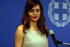 """Αχτσιόγλου: """"Ισχυρό και άμεσο πακέτο μέτρων για να προλάβουμε τις συνέπειες της ύφεσης"""""""