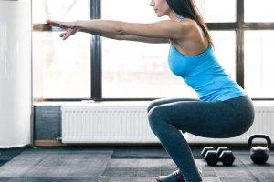 Θέλεις σφιχτούς γλουτούς; Δες το 5λεπτο πρόγραμμα της fitness guru - Shape.gr