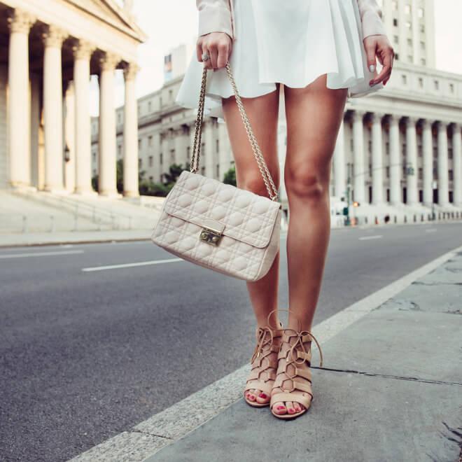 Αυτά είναι τα 8 ρούχα που κολακεύουν όλες τις γυναίκες - Shape.gr