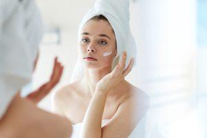 Να βάζω κρέμα ημέρας το βράδυ; Η Beauty Editor απαντά - Shape.gr