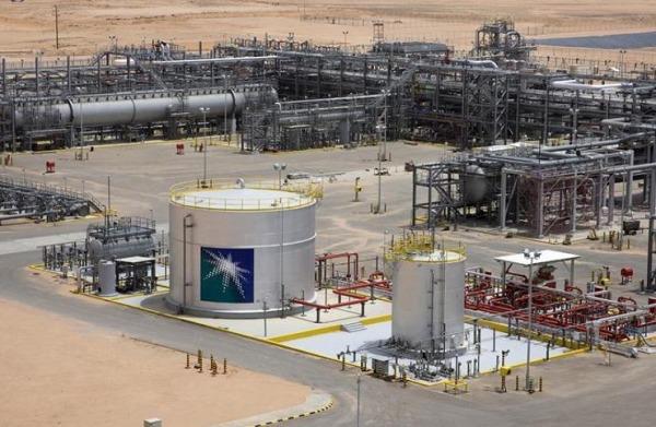 Aramco: Μείωση 25% των καθαρών κερδών λόγω των χαμηλών τιμών πετρελαίου