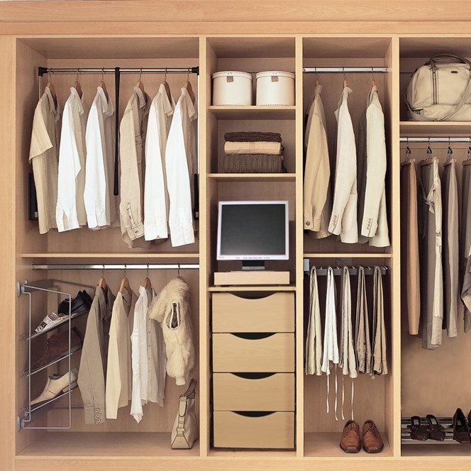 Έτσι θα οργανώσεις την ντουλάπα με τα ρούχα σαν στυλίστρια - Shape.gr