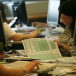Δεν βιάζονται για τις δηλώσεις οι φορολογούμενοι – Επιπλέον φόρος για έναν στους τρεις