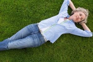 Είσαι σε εμμηνόπαυση; Δες πως θα αντιμετωπίσεις τα συμπτώματα - Shape.gr