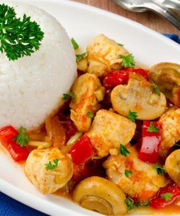 Κοτόπουλο-μπουκιές με μανιτάρια και πιπεριές