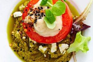 Προδημοσίευση: Ντομάτες γεμιστές με μελιτζανοσαλάτα και φέτα
