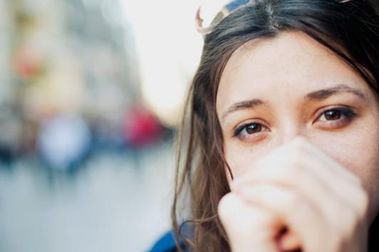 Σκέφτεσαι τα πάντα πολύ; Να πώς θα σταματήσεις να υπεραναλύεις - Shape.gr