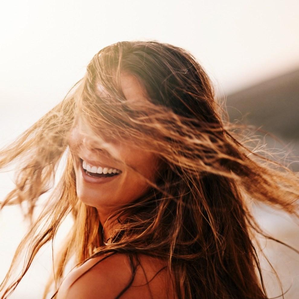 Συμβουλές για να προστατεύσουμε τα μαλλιά μας το καλοκαίρι - Shape.gr