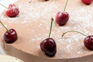 Τούρτα σοκολάτα με κεράσια