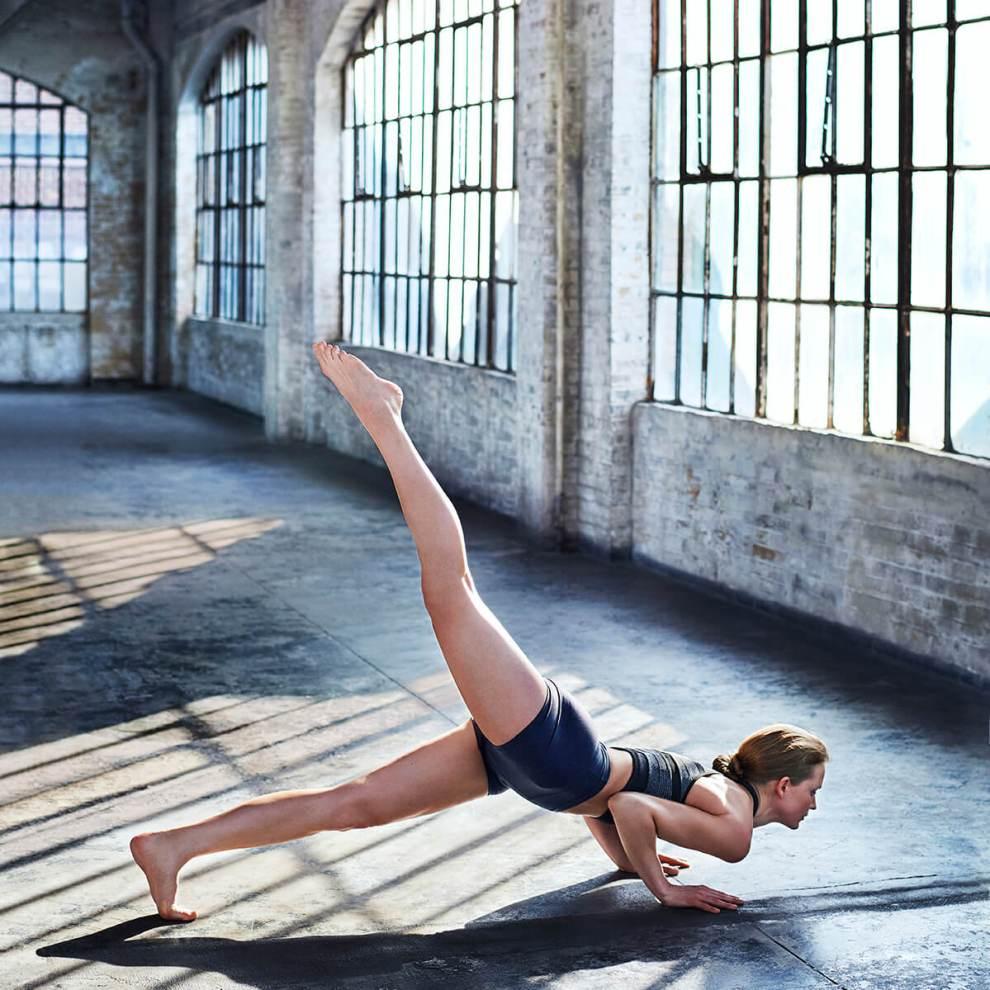 8 ασκήσεις για να σφίξεις όλο το σώμα που συνδυάζουν box και yoga - Shape.gr