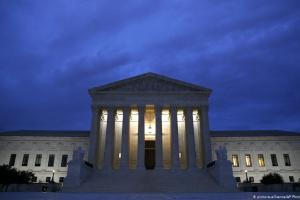 ΗΠΑ: Προεκλογικά κόλπα με το Ανώτατο Δικαστήριο | DW | 20.09.2020