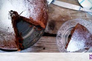 Κολατσιό για το σχολείο: Νόστιμο σοκολατένιο κέικ με ταχίνι χωρίς αυγά