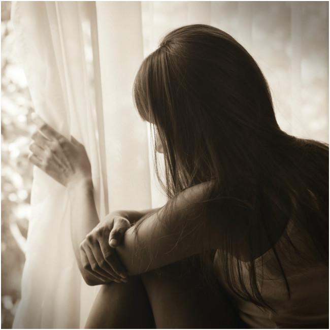 Νιώθεις μοναξιά; Η ψυχολόγος Σάντυ Κουτσοσταμάτη αναλύει τι μπορείς να κάνεις - Shape.gr