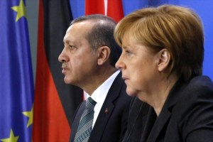 Τουρκικά ΜΜΕ: Παράπονα στη Μέρκελ θα κάνει ο Ερντογάν για τον σταυρό στον Έβρο