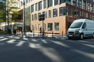 Peugeot e-Boxer: Ένα ηλεκτρικό Van με αυτονομία έως 340 χιλιόμετρα