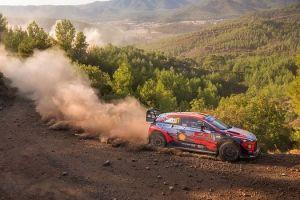 WRC: Καθαρό προβάδισμα ο Νεβίλ στην Τουρκία