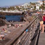 «Εισβολή» τουριστών στα σχετικά αλώβητα Κανάρια | DW | 31.10.2020