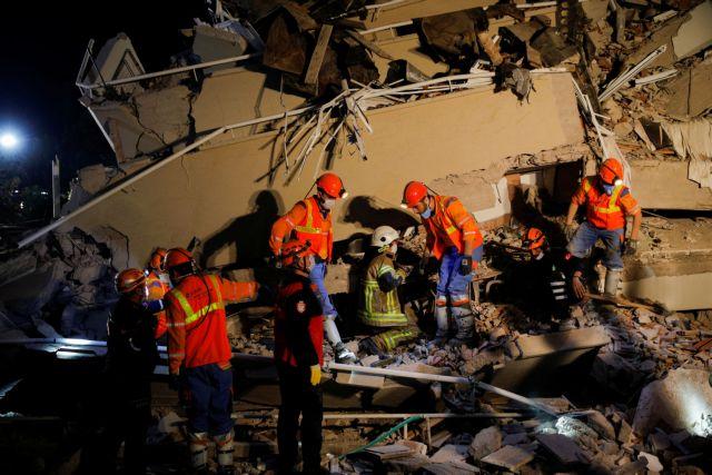 Σεισμός – Σμύρνη : Μάχη με το χρόνο για τους εγκλωβισμένους – Μεγαλώνει η λίστα νεκρών και τραυματιών