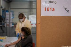 Εμβόλιο κάτω του ενός ευρώ η δόση;   DW   24.11.2020