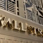 Κέρδη στη Wall - 300 μονάδες πάνω ο Dow