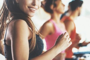 Πρόγραμμα στο διάδρομο για τρέξιμο σε ΗΙΙΤ! Να πώς κάνουν διαλειμματική προπόνηση τα fitness models - Shape.gr