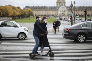 Σταδιακή άρση του λοκντάουν στη Γαλλία | DW | 25.11.2020