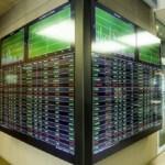 Φρενάρει το χρηματιστήριο, αλλάζουν κατεύθυνση οι τράπεζες