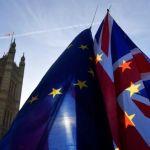 Brexit : Υστατη προσπάθεια για συμφωνία – Στο Λονδίνο ο Μπαρνιέ