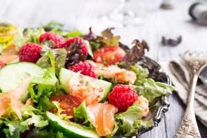 Και γιορτινές και υγιεινές! 7 σαλάτες για τα Χριστούγεννα που παίρνουν την έγκριση του διατροφολόγου - Shape.gr