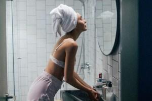 Περιποίηση το χειμώνα σε πρόσωπο και σώμα: 7 beauty λάθη που κάνεις - Shape.gr