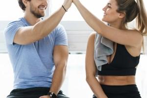 Προπόνηση για δύο: Workout για να γυμναστείς με παρέα χωρίς κανέναν εξοπλισμό - Shape.gr