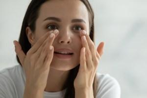 Τα πιο συχνά λάθη που κάνουμε στη φροντίδα των ματιών - Shape.gr