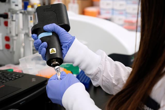 AstraZeneca : Λιγότερα από τα μισά εμβόλια ενδέχεται να παραδώσει στην ΕΕ