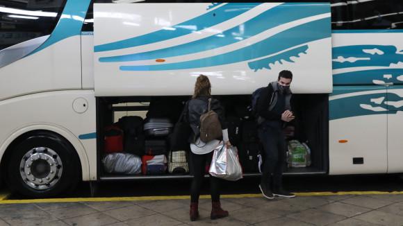 Υπουργείο Οικονομικών: Η μείωση των τελών κυκλοφορίας για τα τουριστικά λεωφορεία ανά κατηγορία