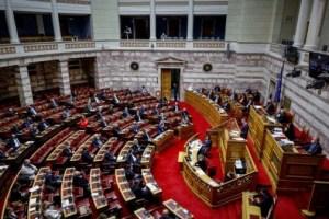 Βουλή: Κόντρα για την πρόσβαση των προσφυγόπουλων στην εκπαίδευση