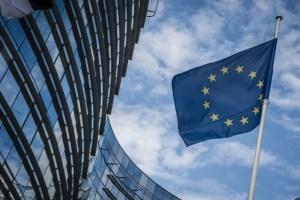 Κομισιόν: Εύσημα για τη συνεισφορά των προγραμμάτων της Ελληνικής Αναπτυξιακής Τράπεζας