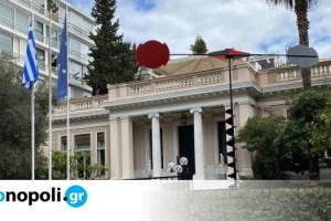 Αιολικά (Σινιάλα): Τα πιο αναγνωρίσιμα έργα του Takis στο Μέγαρο Μαξίμου και την Εθνική Πινακοθήκη - Monopoli.gr