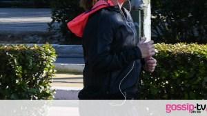 Από το δελτίο ειδήσεων του ΣΚΑΙ στο κέντρο της Αθήνας! Αγνώριστη με σπορ εμφάνιση