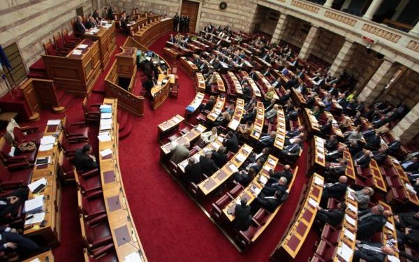 Βουλή: Κόντρα Κοντοζαμάνη - Αντιπολίτευσης για τα αυτοδιαγνωστικά τεστ