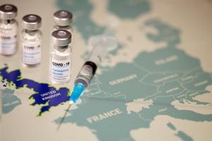 Κοροναϊός : Οι «θρομβώσεις» απειλούν το κανονικό καλοκαίρι της ΕΕ – «Στροφή» με τις εταιρείες εμβολίων