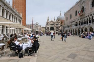 Ιταλία: Χαμηλότερος εδώ και 7 μήνες ο αριθμός θανάτων από κορωνοϊό