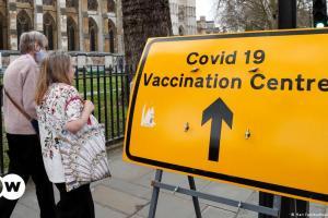 Την τρίτη δόση εμβολίων δρομολογεί η Βρετανία | DW | 05.05.2021