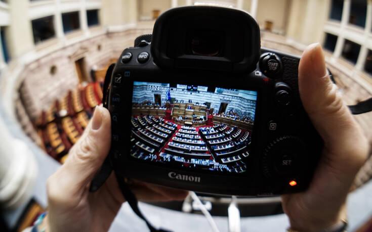 Βουλή: Κατατέθηκε τροπολογία του υπουργείου Εργασίας με την οποία ρυθμίζονται θέματα κοινωνικής πολιτικής