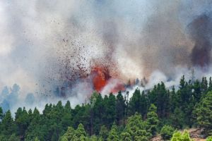 Ισπανία – Έκρηξη ηφαιστείου στη Λα Πάλμα – Ο στρατός στην επιχείρηση εκκένωσης