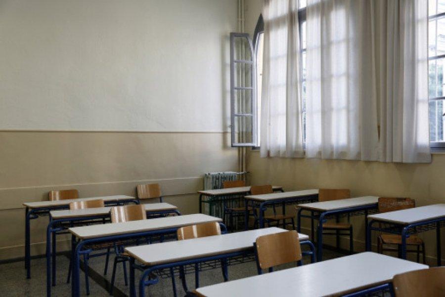 ΥΠΕΣ: Αύξηση 20% στον αριθμό των σχολικών καθαριστριών και 22% στις ώρες απασχόλησής τους