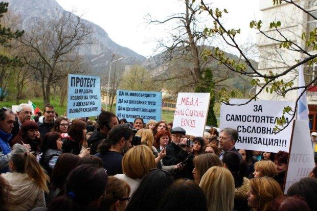 Кирил Ананиев излъга протестиращите