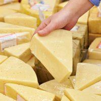 Вижте фирмите, които ни продават фалшив кашкавал и сирене! Станаха ясни имената на 40 от тях!