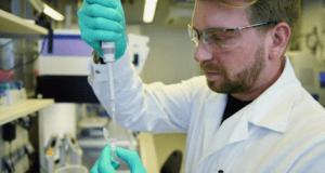 Тестват уникална ваксина срещу COVID-19