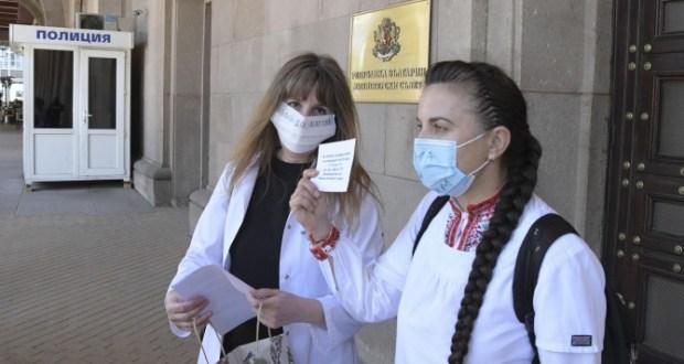 Медицинска сестра направи на пух и прах управляващите